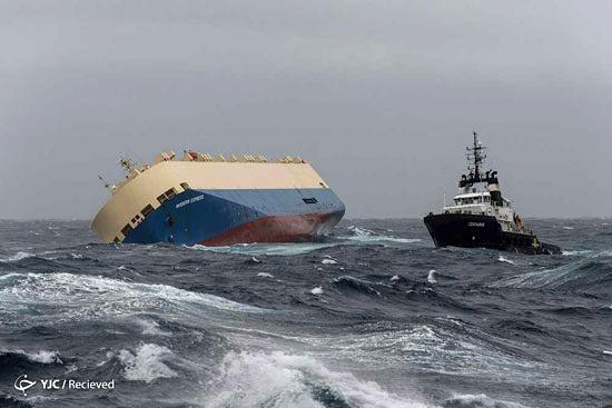 لحظه غرق شدن کشتی مدرن اکسپرس
