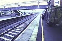 فیلم   دختر باهوش منجی مرد از مرگ حتمی زیر قطار شد