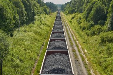 انتقال حمل بیش از ۲ میلیون تن بار معدنی از جاده به سمت ریل